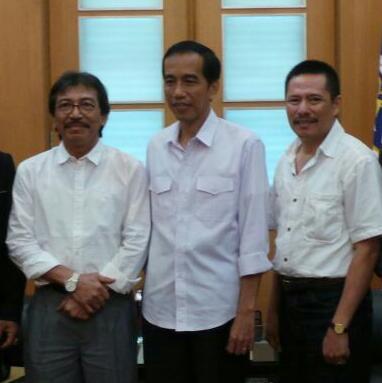 Ketua Umum DPN APTRI Soemitro Samadikoen dan Ketua Dewan Pengawas DPN APTRI Dwi Irianto Suprihatmoko bersama Bapak Ir. Joko Widodo